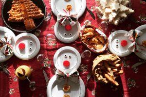 Una tavola imbandita per il Natale